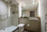 Belvedere-Hotel-Dublin-bathroom-with-shower