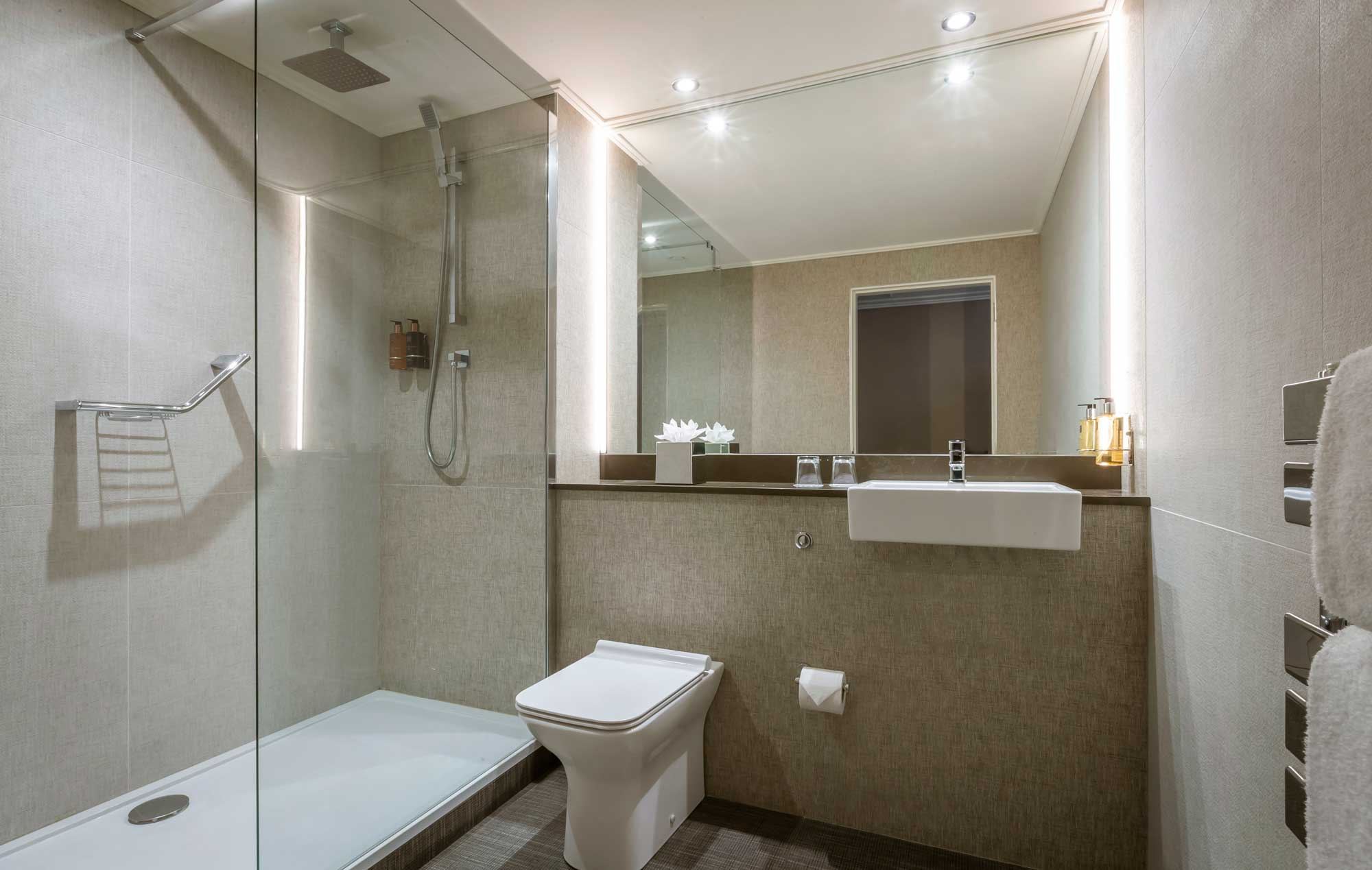 Belvedere-Hotel-Dublin-bathroom-with-shower